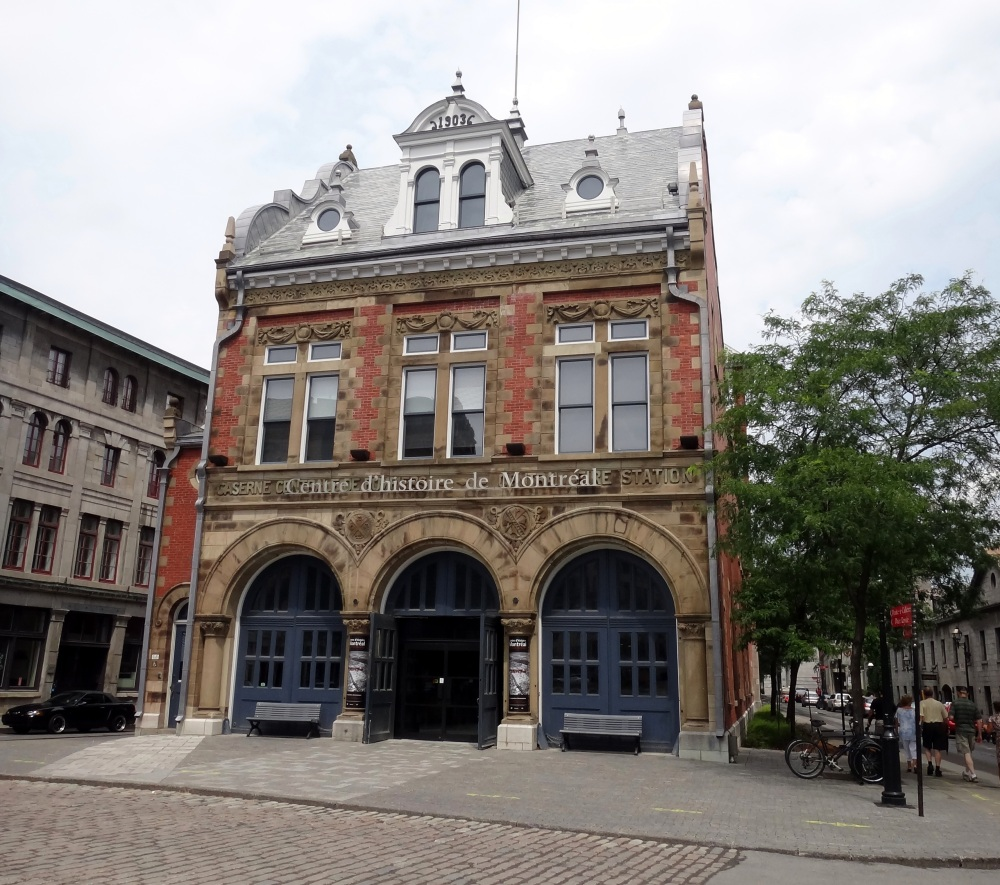 Walking in Old Montreal (3/6)